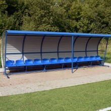Wiata stadionowa W-1 pokryta blachą trapezową z bokami z poliwęglanu komorowego