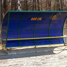 Wiata stadionowa W-2 pokryta blachą trapezową z bokami z poliweglanu komorowego