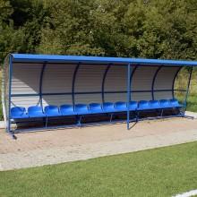 Wiata stadionowa W-2 pokryta blachą trapezową z bokami z poliwęglanu komorowego
